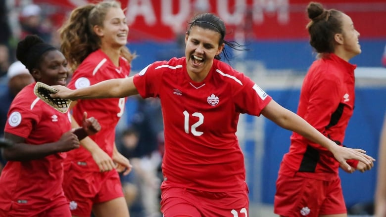 Canada gets into Women's World Cup with 7-0 win over Panama