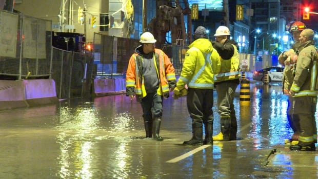 Water main break forms sinkhole, closes stretch of Eglinton Avenue East in Midto...