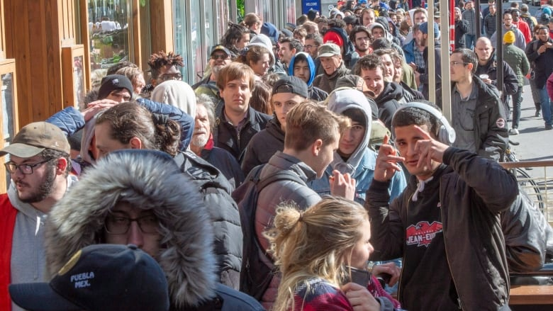 Quebec cannabis stores already short on supply a day after ... on winnipeg canada stores, alberta canada stores, new york stores, brazil stores, south carolina stores, quebec art, windsor canada stores, france stores, ottawa canada stores,