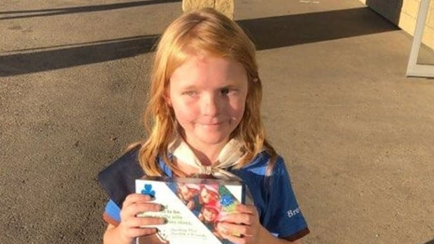 Edmonton Girl Guide sells out of cookies outside cannabis store
