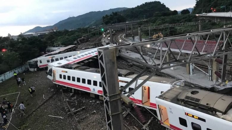 Taiwan train turns turtle, leaves 18 dead, 160 injured