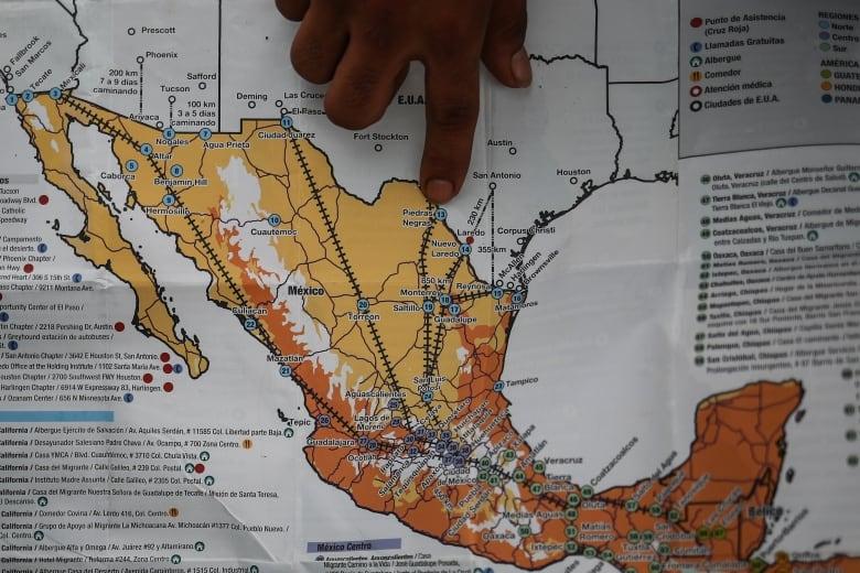 Migrant caravan swells to 5,000 as trek to U.S. resumes | CBC News