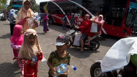 indonesians can pay bus fare with plastic waste instead of money