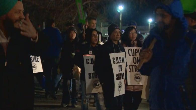 Canada Post continues rotating strikes in Calgary and Kelowna