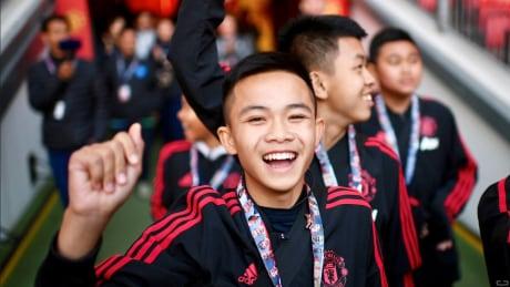 thai cave boys soccer team manchester united