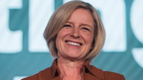 Rachel Notley warns B.C. steelworkers their jobs are at risk without Trans Mountain