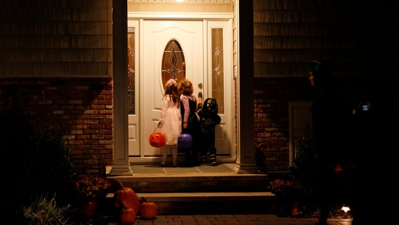 Halloween postponed in some Quebec municipalities due to weather forecast