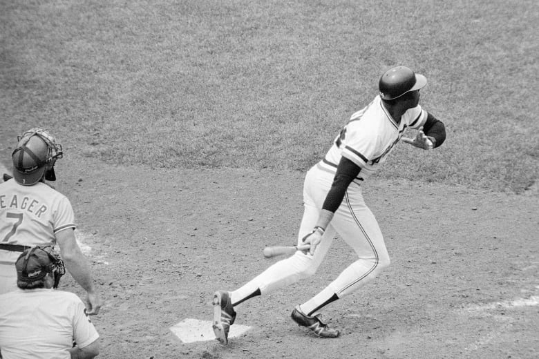 Willie McCovey, Hall of Fame slugger and Giants icon, dies at 80
