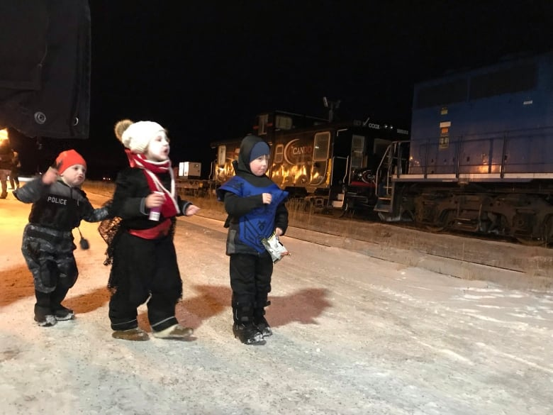 this is why I love Canada Churchill-train-kids-watching