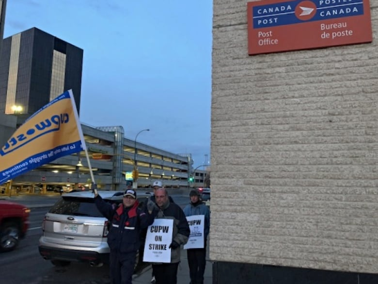 Postal workers on strike in new areas of Ontario, Quebec