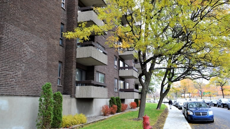 Quebec considers allowing landlords to charge a security deposit