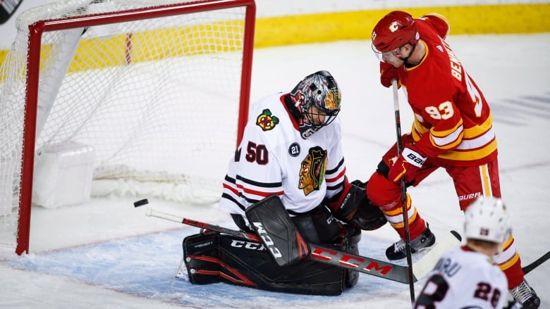 Flames\' 3rd-period heroics lifts Calgary over Blackhawks | CBC Sports