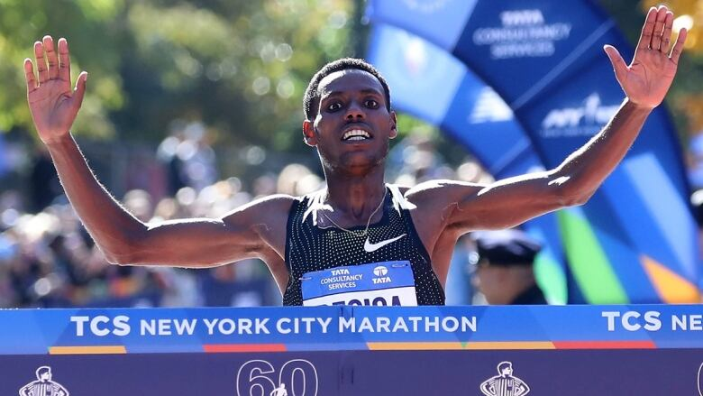 46d6f851e NYC Marathon  Desisa ekes out men s win