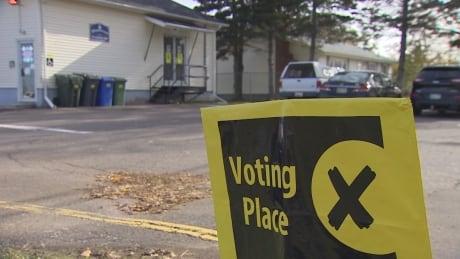 Advance vote tops 2015 election, 36 per cent of votes now cast
