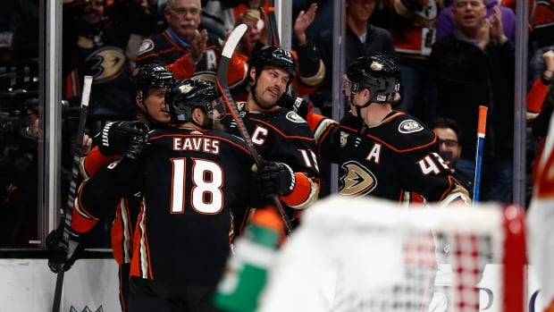 Ryan Getzlaf leads Ducks to win over Flames