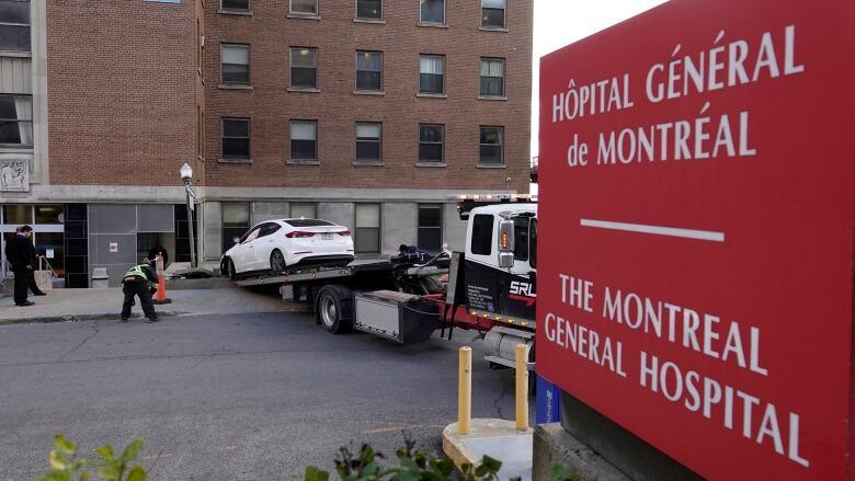 3 injured after car runs off road at Montreal General