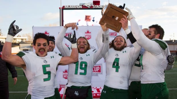 U of S Huskies heading back to Canada West football final after defeating Golden Bears