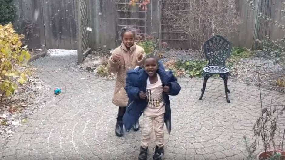 cbc.ca - CBC News - Watch refugee children who've just arrived from Sudan enjoy snow for 1st time