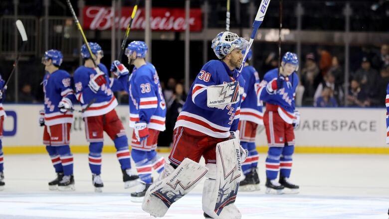 Rangers Lundqvist Reaches Milestone In Win Over Canucks Cbc Sports