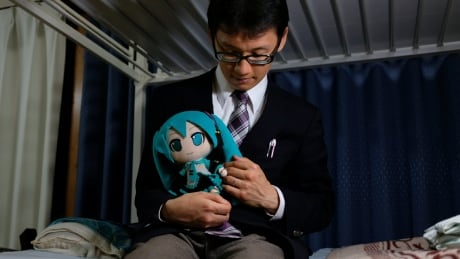 japanese man pledges to have hold and cherish hologram pop star hatsune miku