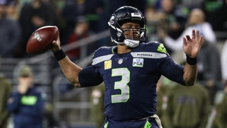 Wilson's late heroics lift Seahawks over Packers