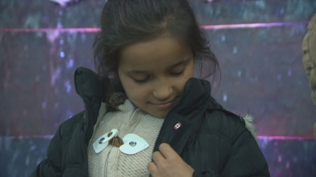Syrian refugees pay it forward by sponsoring a Syrian family in Canada | CBC News