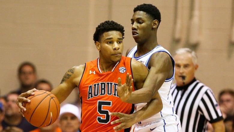 Duke Outlasts Auburn As Barrett Scores 18 At Maui