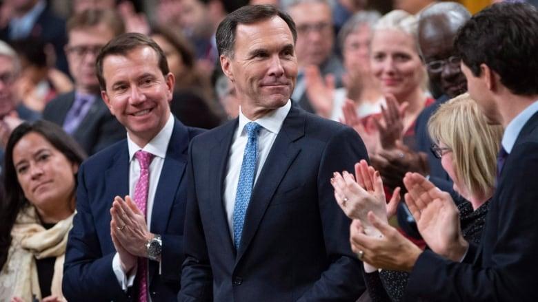 Liberals deepen federal deficit in response to Trump tax cuts   CBC News