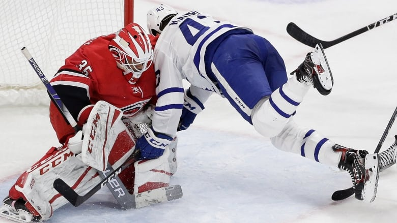 Hurricanes' early barrage buries Leafs to snap winning streak