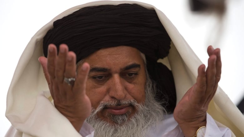 Pakistan Crackdown Arrests Islamic Cleric, Hundreds of Followers