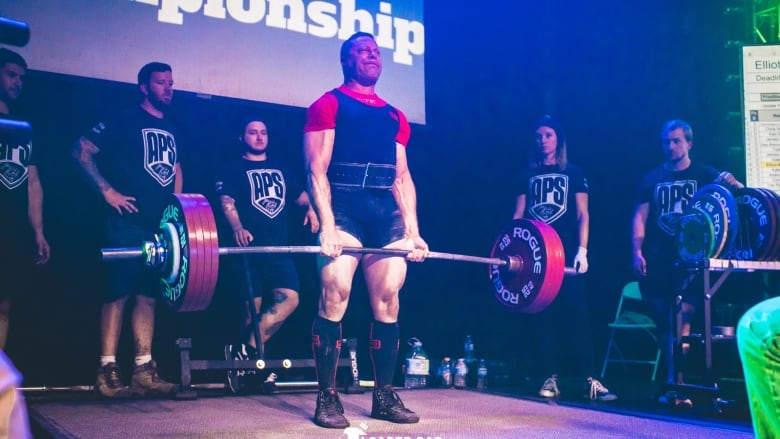 He started powerlifting in his 40s  Now he's world champ