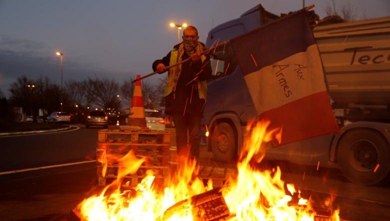 Paris fuel protests: Dozens arrested as 'yellow vest' demonstrations turn violent