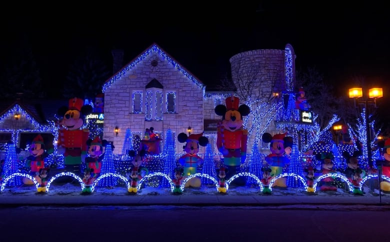 Why This 25 Year Old Decorates His House With 250000 Lights Every