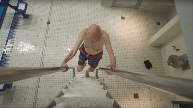 'I don't want to get old': Meet the 91-year-old who backflips off the high diving board | CBC News