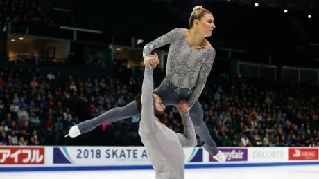 Pairs figure skater suffers scary fall during overhead lift