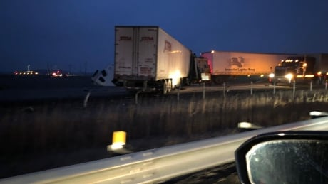 Emergency detour in place on Hwy. 401 in Chatham-Kent