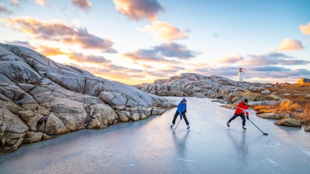 Hockey at Peggys Cove lighthouse: An instantly iconic photo