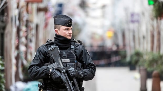 French police detain 5 amid hunt for gunman in deadly Strasbourg attack