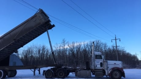 Dump truck hitting power lines to blame for outage in southeastern Manitoba