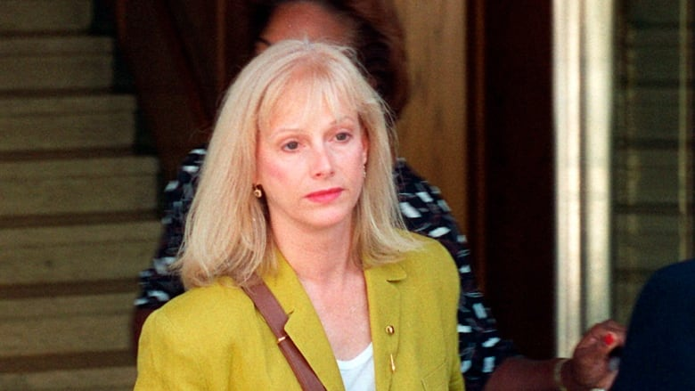 Oscar nominee, '70s film star Sondra Locke dead after cancer battle