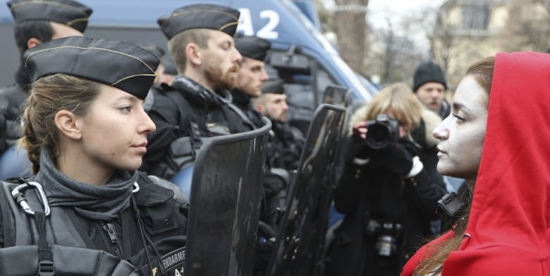 Protests dwindle in Paris as Gilets Jaunes hit by torrential rain