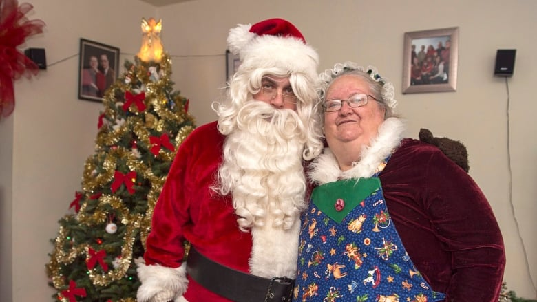 Meet The Santas Inside The Holly Jolly World Of Professional Kris