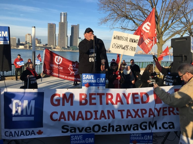 Autoworkers to protest during GM investors meeting in Windsor, Ont., today