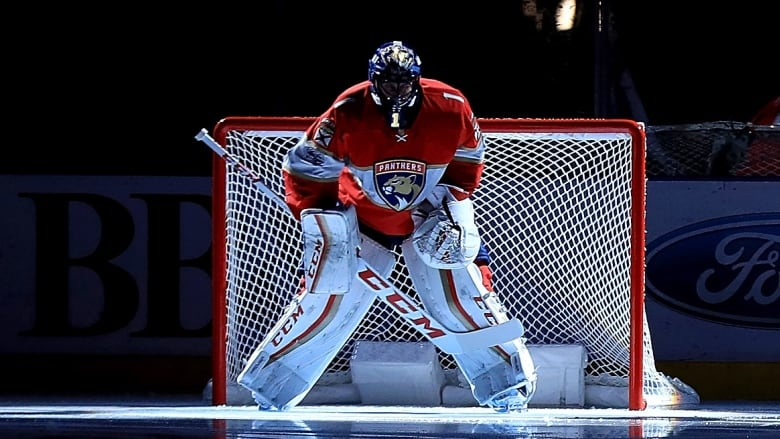 Pushing 40 Roberto Luongo Plays For Another Run At The Cup Cbc Sports