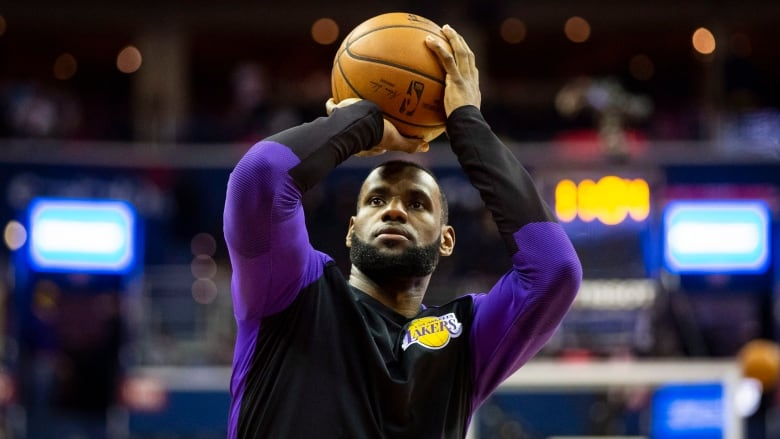 a52a52ba3 NBA Christmas Day  LeBron suffers groin injury in showdown with ...