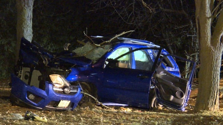 1 teen dead, 4 others injured after vehicle leaves road in Vaughan