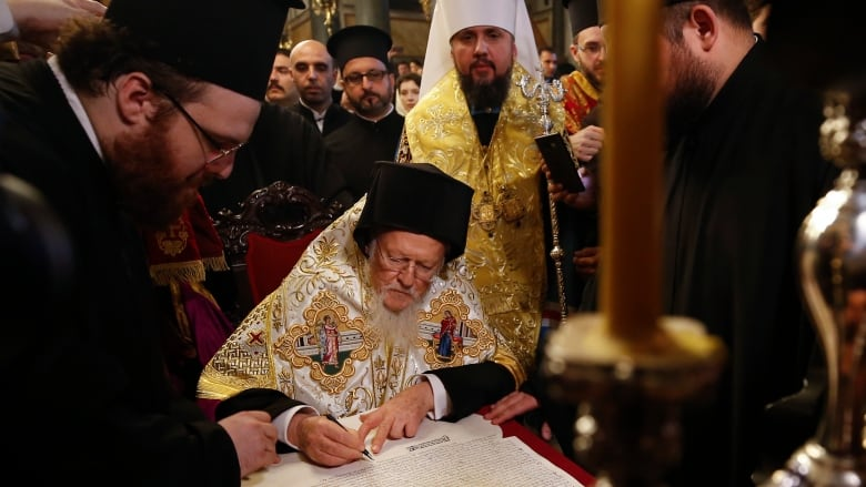 Ukrainian Orthodox Church gets 'tomos of autocephaly' at historic ceremony in Istanbul
