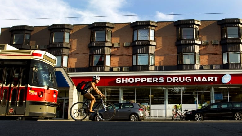 Shoppers Drug Mart starts selling medical marijuana online