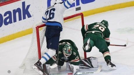 Zucker scores twice to lead Wild over Jets