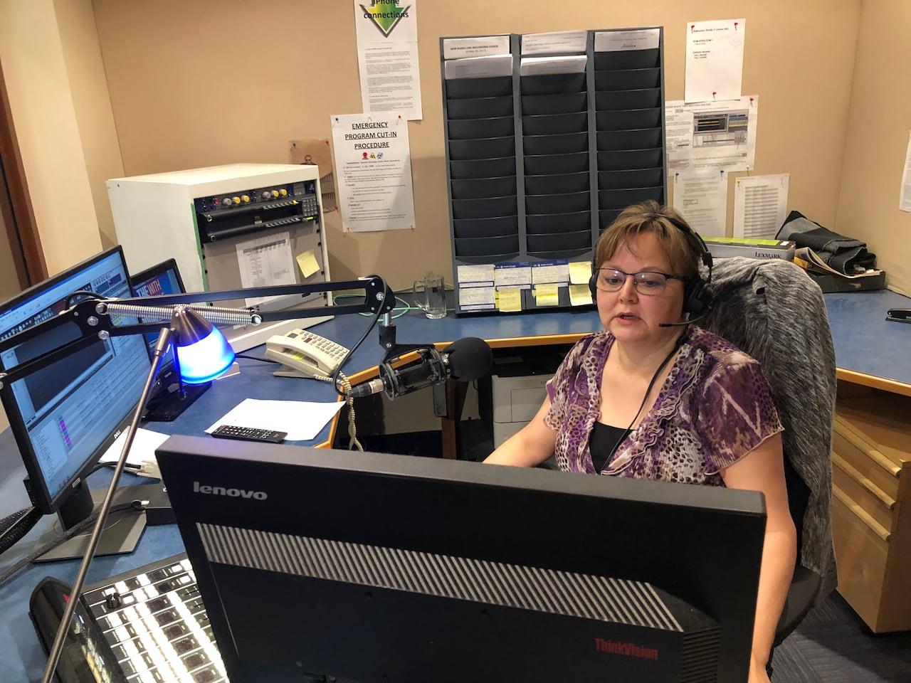 Broadcasting 'from outside': Inuvialuktun language show airing ...